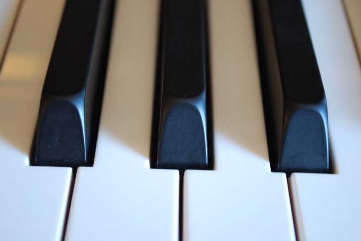 photo of a piano keys (front view)